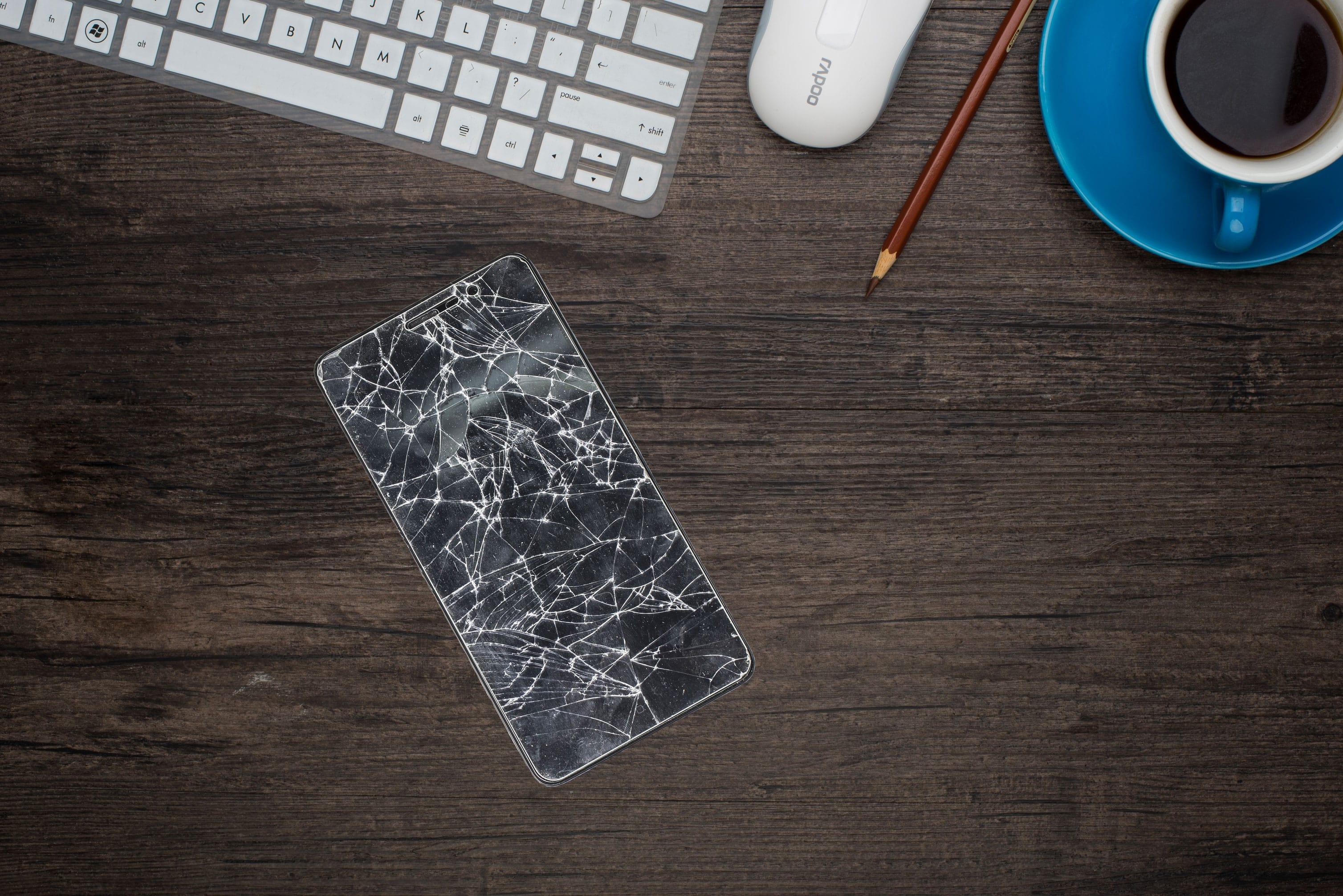 Ecran brisé téléphone - Blog SFAM