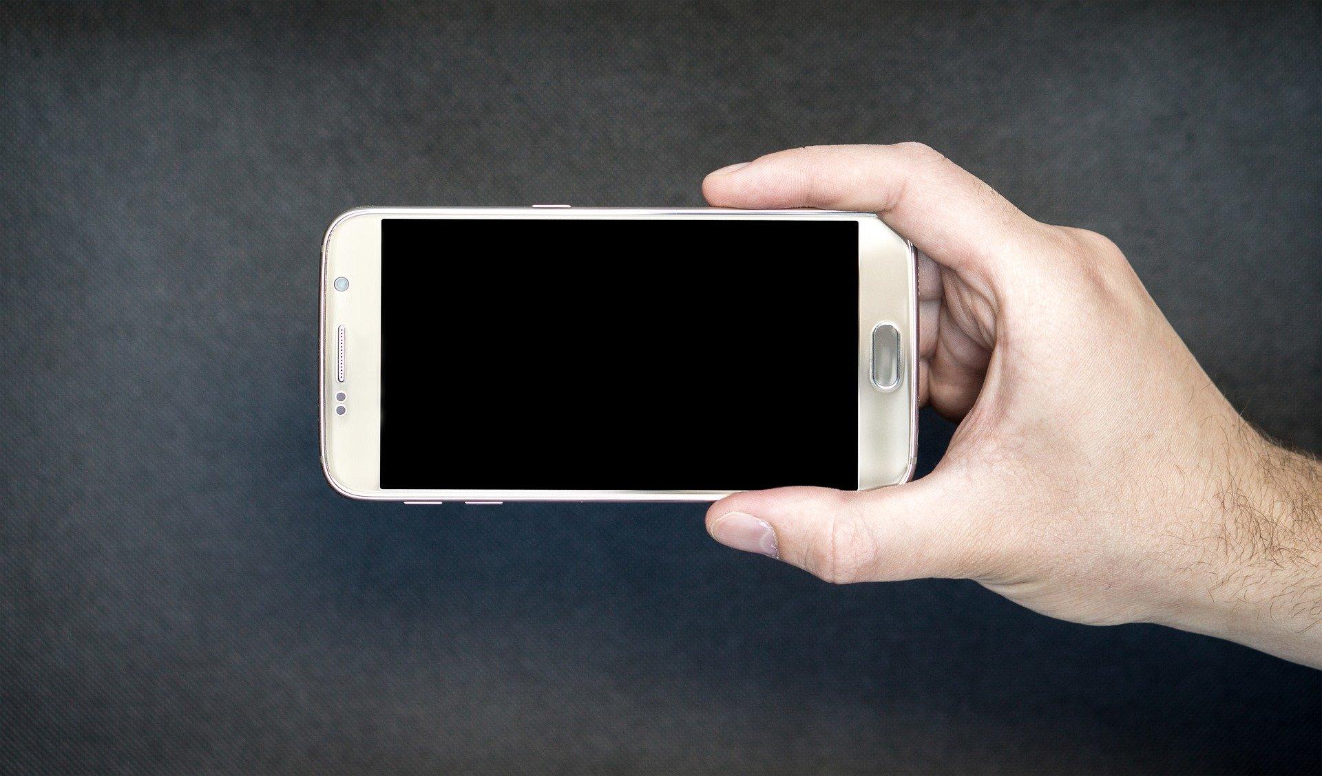 nettoyer téléphone mobile - Blog SFAM
