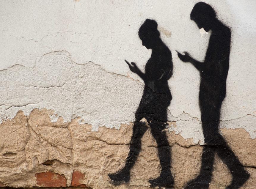 pieton telephone comportements risques - Blog SFAM